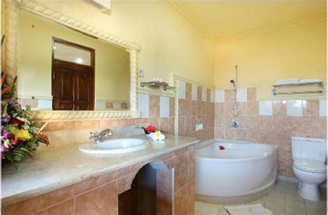 goa hotels with bathtub bathroom