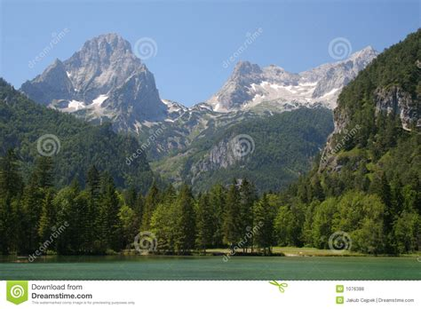 mountain valley royalty free stock photos image 34806918 mountain valley royalty free stock photos image 1076388