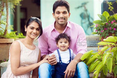 allu arjun rare photos with his family balakrishna sonia gnadhi robert vadra balakrishna 99th