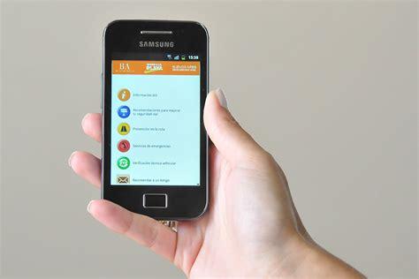 persona con movil persona con movil celulares piden por un mejor servicio