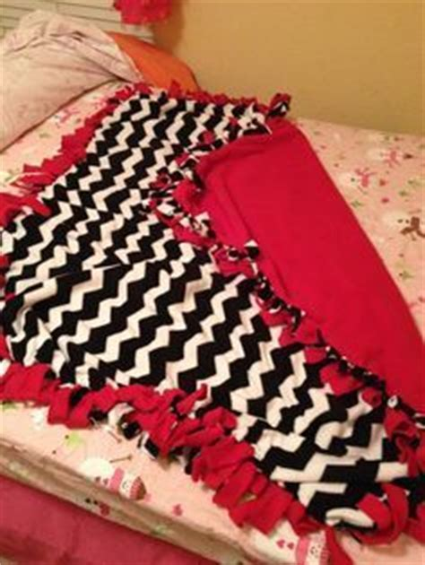 Directions For Fleece Tie Blanket by How To Make A No Sew Fleece Blanket W Out Bulky Knots