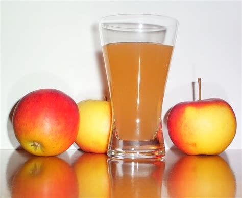 file apple juice with 3apples jpg wikimedia commons