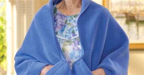 tutorial shawl xl polar fleece shawl s xl senior gift ideas pinterest