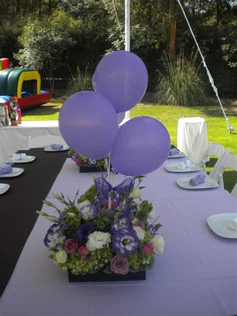 arreglos de mesa para bautizo con flores centro de mesa con globos y flores centros de mesa