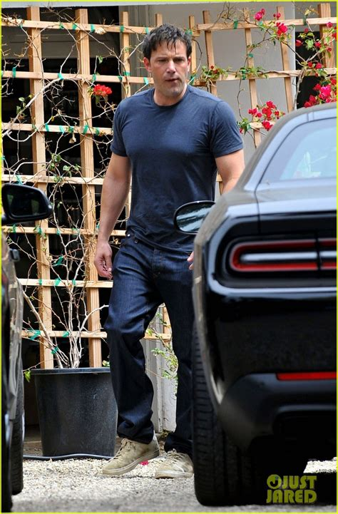 Kaos T Shirt Batman Affleck ben affleck shows his buff batman in tight t