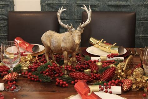 christmas table setting red and gold christmas decorations chic party ideas