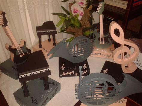 centros de mesas de notas musicales para 15 centros de mesa tematico grammy pisa eiffel notas boda