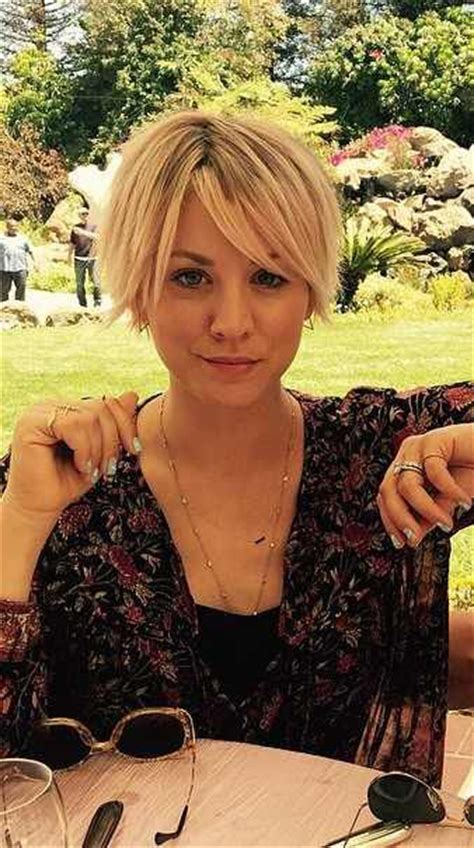 kaley cuoco hair regimine carr 233 s cheveux courts and tartes on pinterest