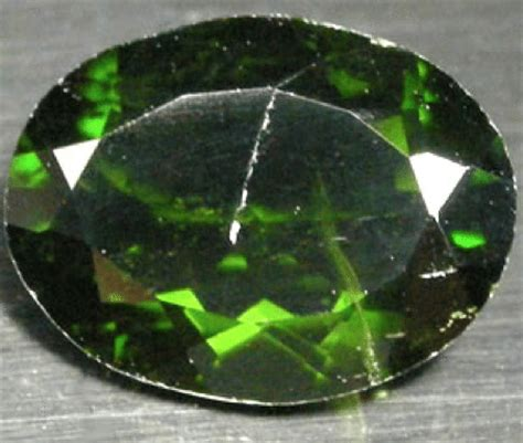 Green Diopside 2 18 ct chrome green diopside gemstone