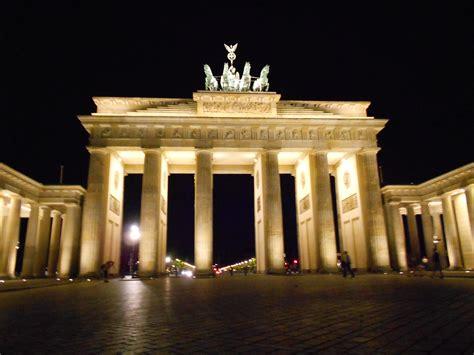 porta di berlino porta di brandeburgo viaggi vacanze e turismo turisti