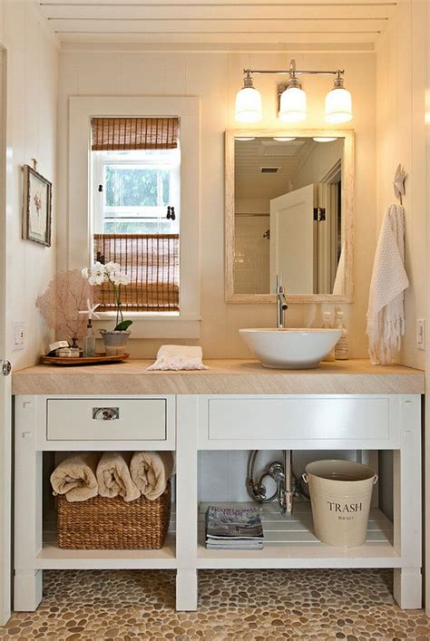 small cottage bathroom ideas 17 best ideas about small cottage bathrooms on pinterest