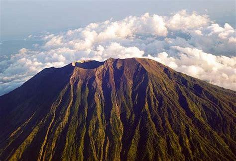 vulcano pavia eruzione vulcano agung migliaia di persone in fuga da bali