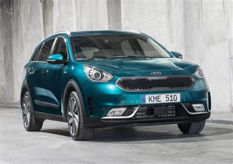 who makes the kia automobile 2016 kia niro makes european debut at geneva motor show