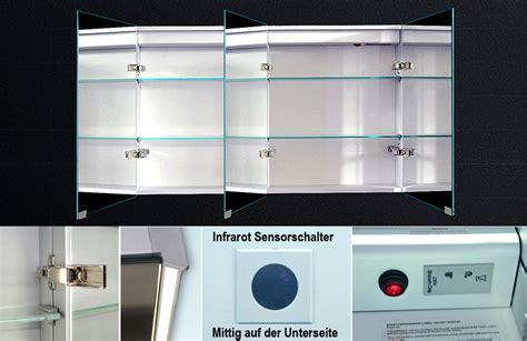 badkamerkastje met stopcontact badkamerkast met 3 spiegeldeuren met softclose en