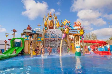 theme park resorts uk hotels with water parks revealed for 2017 2018