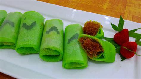 membuat kue tradisional resep cara membuat kue dadar gulung hijau isi kelapa manis