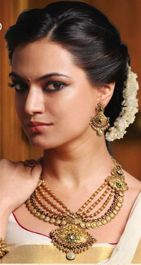 Wedding Hairstyles In India by 16 Glamorous Indian Wedding Hairstyles Pretty Designs