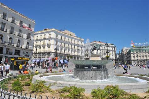 imagenes vintage españolas imagen de espa 195 177 a europa plaza monumento gente grupo de