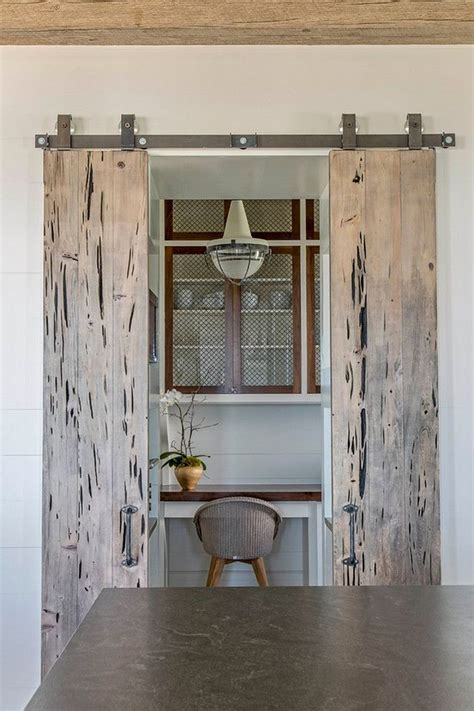 beach home bedroom with pecky cypress barn door on rails meer dan 1000 afbeeldingen over butler s pantry op