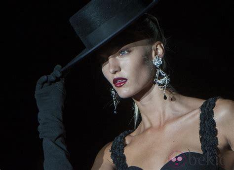 horoscopos con monica la gitana youtube traje negro con sombrero de copa guantes y abanico en la