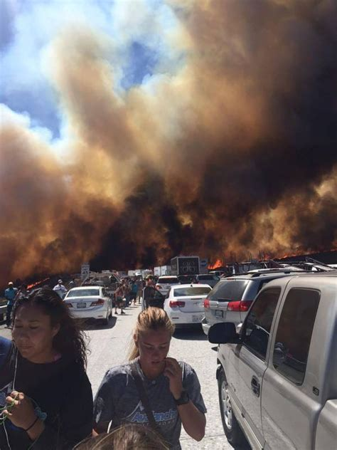 cajon pass fire brush fire jumps i 15 sets cars ablaze at cajon pass in