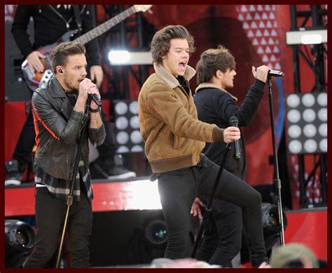 Kaos One Direction Tour 16 Tx one direction rocks morning america announces 2014