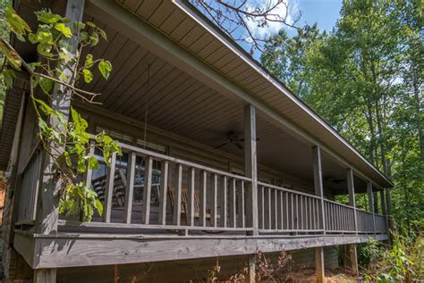 2 bedroom cabins in pigeon forge melanie s pigeon forge two bedroom mountain view cabin rental lake access