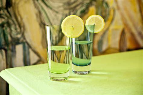bicchieri verdi bicchieri verdi colore e stile in tavola westwing