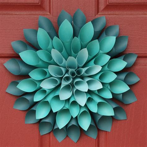How To Make A Paper Wreath - 25 best ideas about paper wreaths on diy