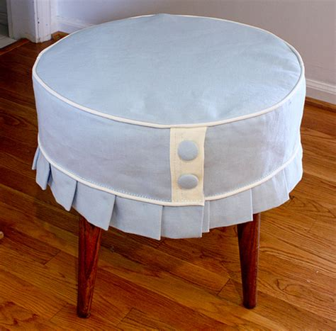 How To Make An Ottoman Slipcover Easy Breezy Ottoman Slipcover 187 Curbly Diy Design Decor