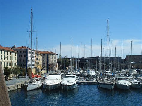 savona porto savona il porto di savona liguria italia porto