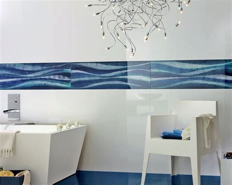 piastrelle azzurre bagno con pavimento con piastrelle a mosaico e piastrelle