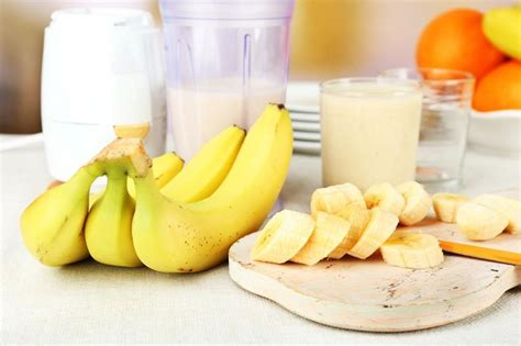 how to make banana milkshake at home