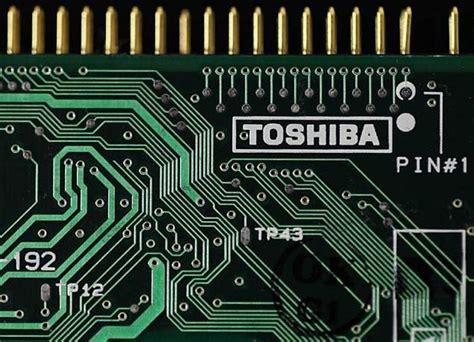tokyo police  probe suspected leak  toshiba chip