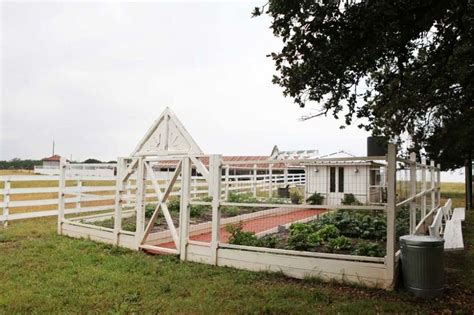 chip and joanna gaines farm location 25 best ideas about joanna gaines farmhouse on pinterest