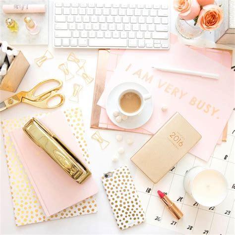 Pretty Desk by Best 25 Desk Ideas On Office Shelving
