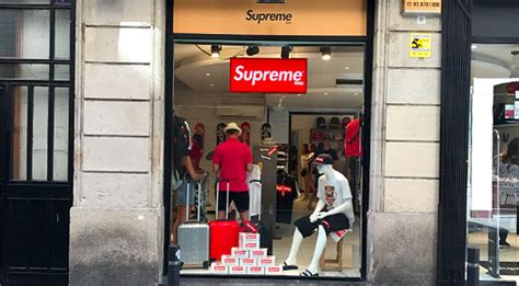 supreme clothing store supreme spain supreme store exposed straatosphere