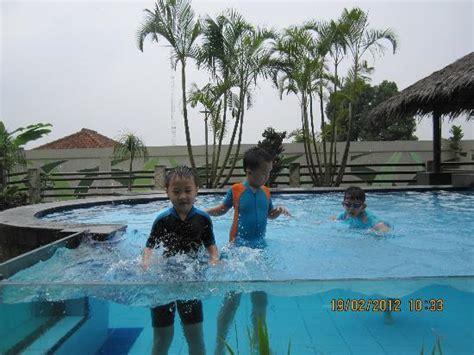 Kolam Renang Anak kolam renang transparant picture of banana inn hotel spa bandung tripadvisor