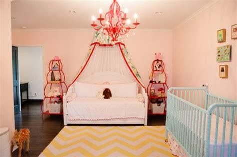 baby vom bett gefallen baldachin bett im babyzimmer 27 geniale ideen
