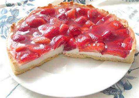 erdbeeren kuchen kuchen mit erdbeeren und heidelbeeren appetitlich foto