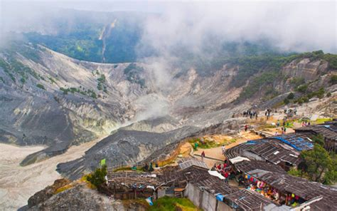visitors told  stay   bandungs mount tangkuban
