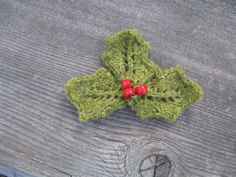 holly leaf pattern knitting holly berries pin knitting pattern by mary triplett