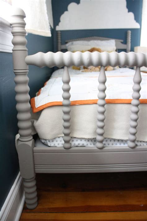 chalk paint bed 25 best ideas about chalk paint bed on pinterest painted bed frames painted beds