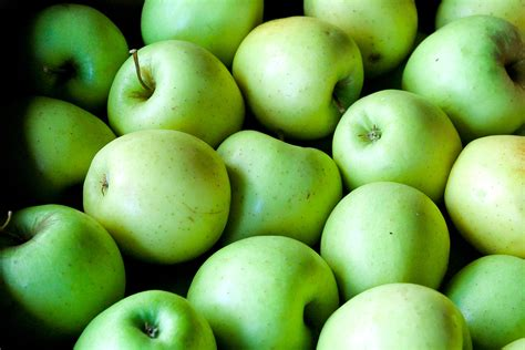 Apple Stoking Apel 120d green apples free stock photo domain pictures