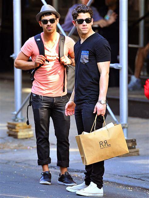 Nick Joe Jonas New York Apartment Les Jonas Brothers 224 New York