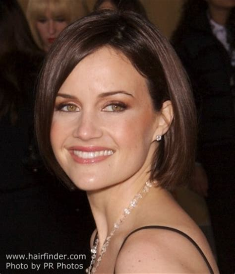create a whole new effect by tucking one side of a bob bob hairstyle tucked behind ear on one side carla gugino