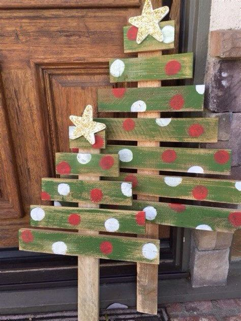 xmas pallet decor pallet christmas tree christmas tree by walkergirlboutique