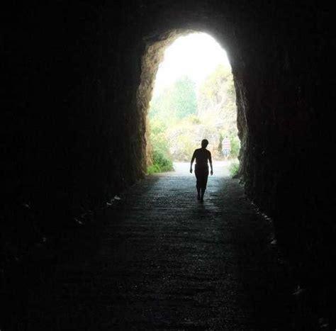 caminando por valles oscuros significado de so 241 ar con t 250 neles soy esot 233 rica