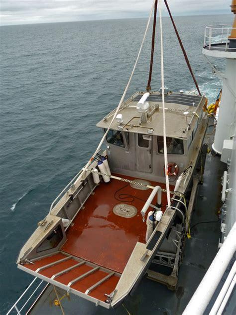 bow loading boat 17 august 2010 boat opps polartrec