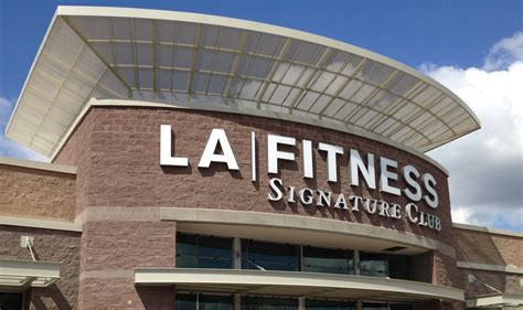 La Fitness Office by La Fitness E Construction Co Inc